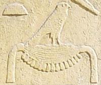 Oud-Egyptisch hieroglief van een Mand met havik.