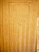 Schijndeur van een Tombe bij Saqqara.