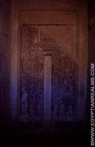 Schijndeur in een tombe.