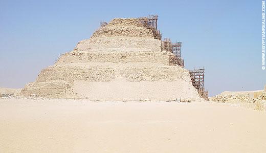 Piramide van Djoser bij Saqqara.