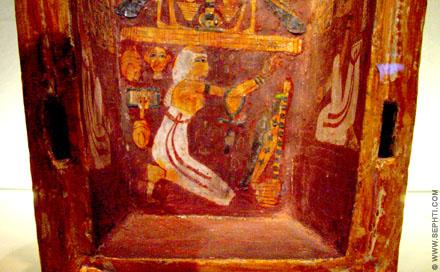 Binnenzijde van een sarcofaagkist.