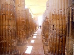Gang met pilaren in de Tempel