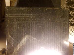 Enorme sarcofaag in het Serapeum