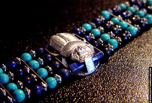 Egyptische armband met grote kever