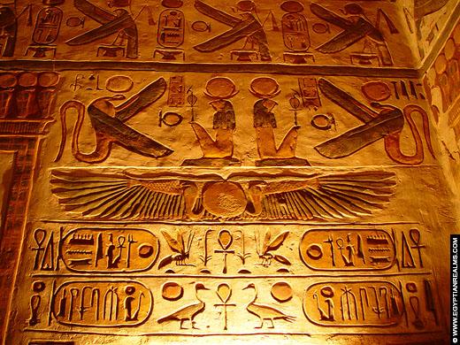 Cartouches van Farao Ramses III in de Karnak Tempel te Luxor.