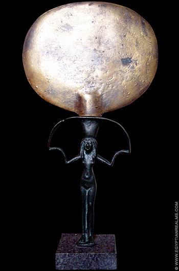 Model van een oud-Egyptische handspiegel.