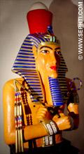 Beeld van Akhenaten.
