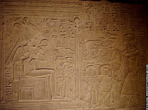 Voorstelling van Osirus bij offerstapel.