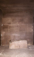 Granieten kist in de Koningskamer.