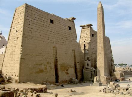 Grote pyloon van de Tempel van Luxor.