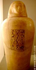 Urn voorzien van inscripties.