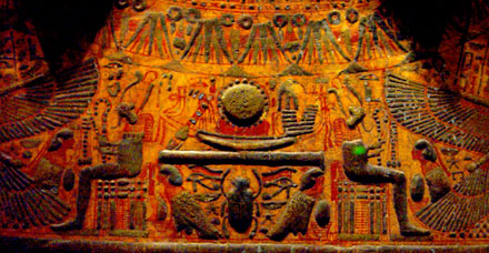 Relief voorstelling op een sarcofaag kist.