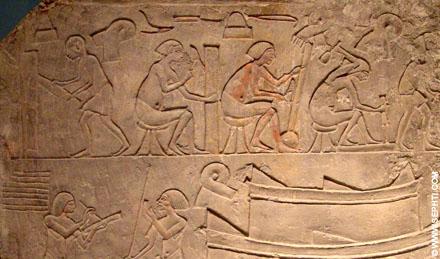 Mannen aan het werk met hout en steen.