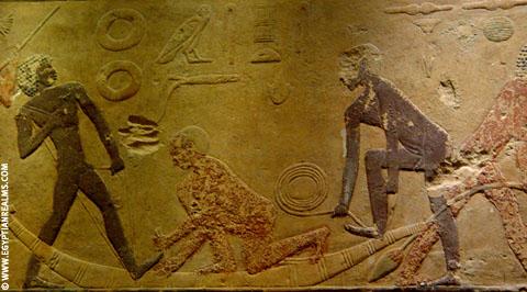 Mannen maken van Papyrus een boot.