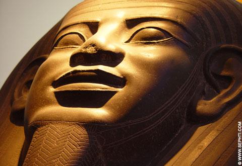 Enorme sarcofaag deksel.