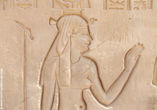 Relief van Hathor met gierkroon in de Kom-Ombo Tempel.