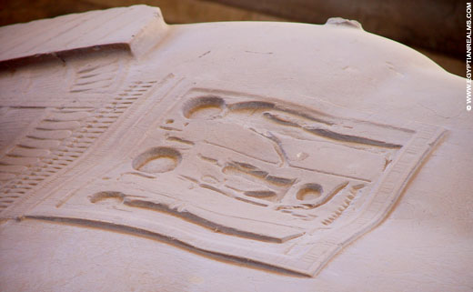 Pectoraal op de borst van Rameses.