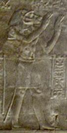 Egyptisch figuur met opgeheven armen.