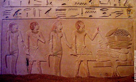 Egyptisch koppel bij de offerstapel.