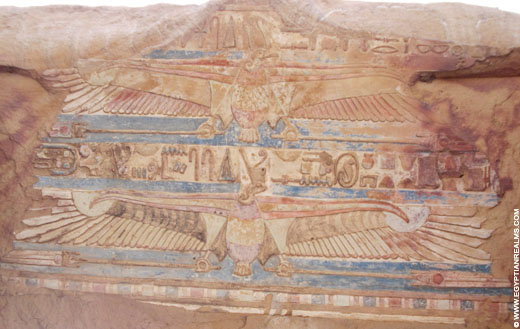 Oorspronkelijke kleuren op een plafond van de Kom-Ombo Tempel.