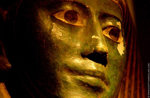Gezicht van een Egyptische sarcofaag deksel.