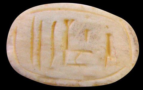Onderzijde Kever Amulet.