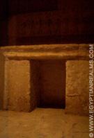 Oud-Egyptische offertafel in Saqqara.