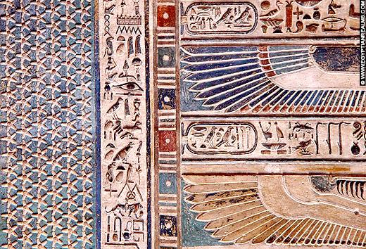 Oud-Egyptisch plafond met sterren en vleugels.