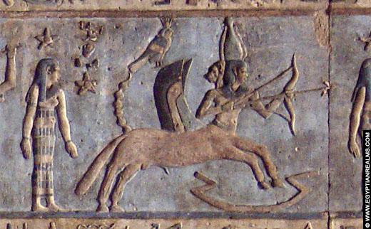 Sterrenbeeld Boogschutter op een plafond in de Dendera Tempel.