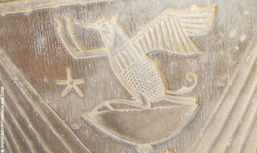 Relief op een pilaar in de Kom-Ombo tempel in Egypte.