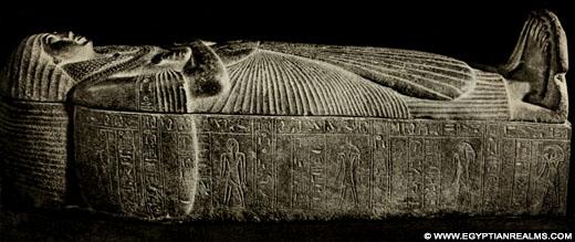 Oud-Egyptische sarcofaag van basalt.
