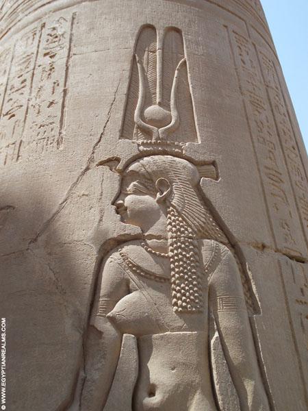 Relief van Hathor in de Kom-Ombo Tempel. Copyright R.Bloom.