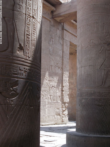 Pilaren in de Kom-Ombo Tempel. Copyright R.Bloom.