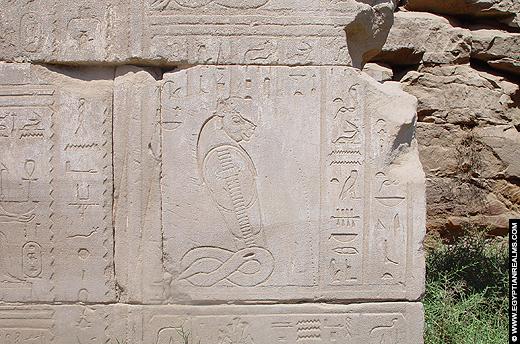 Relief op een muur van de Karnak Tempel.