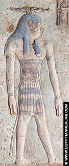 Oud-Egyptisch persoon voorgesteld met horens boven het hoofd.