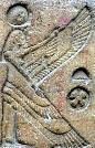 Oud-Egyptisch hieroglief van Isis met vleugels.