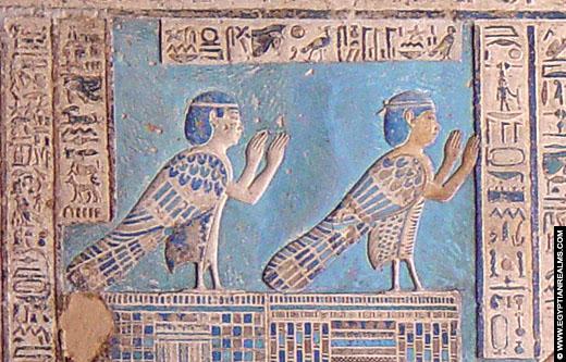 Relief van Ba vogels op het plafond van de Dendera Tempel.