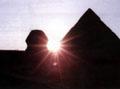 De Zon dalend achter de Grote Sphinx.