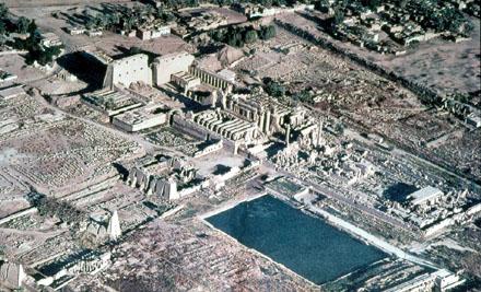 Een luchtfoto van het Karnak Tempel complex.