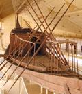 Grote Egyptische boot met hut.