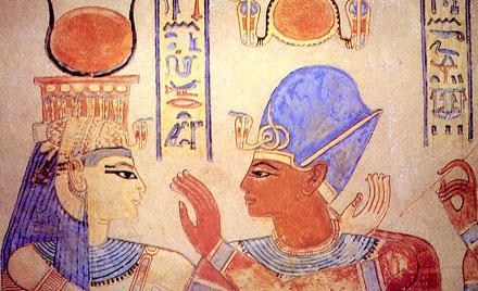 Het-Heru, de koningin samen met Pharaoh intiem afgebeeld.