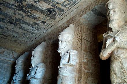 Beelden van Pharaoh met de dubbele kroon.