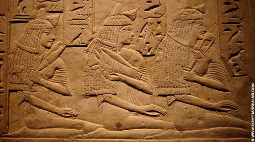 Egyptische dames met haardracht.