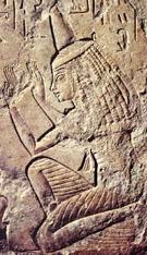 Relief van een oud-Egyptische priesteres.