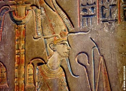 Voorstelling van Asar zittend op de Troon.