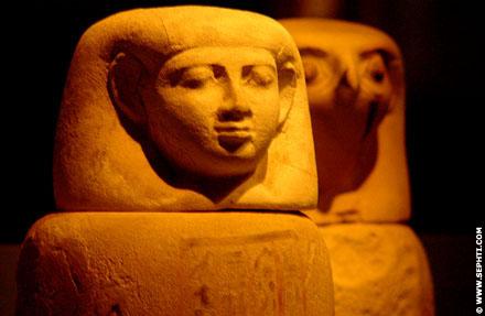Urn met het hoofd van Imseti.