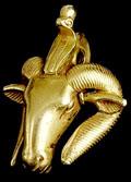Gouden hanger met Amun en Cobra slang.