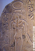 Aset met de Papyrus staf en Ankh.
