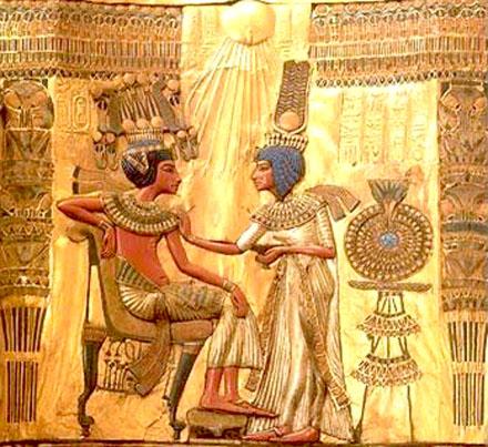Achterzijde van de rugleuning van een zetel uit de Tombe van Tutankamun.