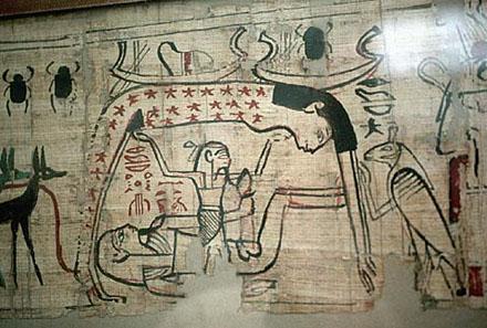 Geb liggend op de Aarde met zijn lid in de hand opgericht naar Nut.